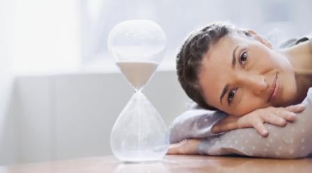 """""""זמן: הימשכות רצופה של המציאות מן העבר אל העתיד""""."""