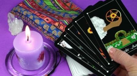 חפיסת הטארוט מונה 78 קלפים המייצגים אותנו.