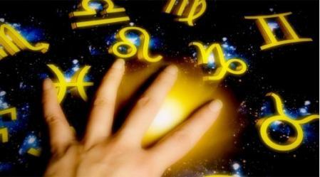השוואה בין מיקומם העתידי של הכוכבים, לבין מיקומם ברקיע כפי שהיה בזמן הלידה – מאפשר לחזות את הצפוי להתרחש.