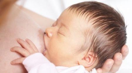 """ניהול הנקה המומלץ הוא הנקה שמובלת ע""""י התינוק."""