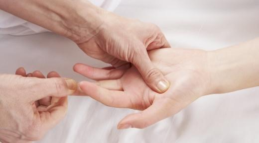 השיטה מסייעת להתגבר על כאבים נפשיים ופיזיים.
