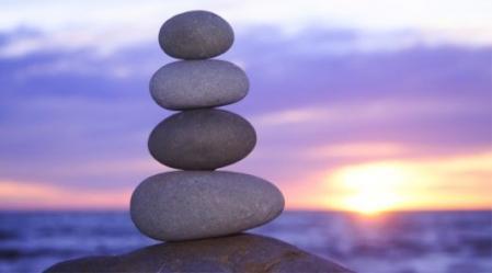 כשמשלימים עם המצב בחיינו בחיינו אז יוצרים איזון.