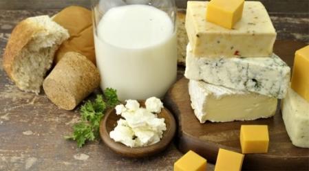 התורה משולה לחלב, כי החלב הוא המזון היחידי שאפשר להתקיים עליו בלבד.