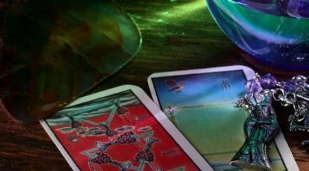 קלפי הטארוט משמשים ככלי למודעות והתחברות לעצמנו.