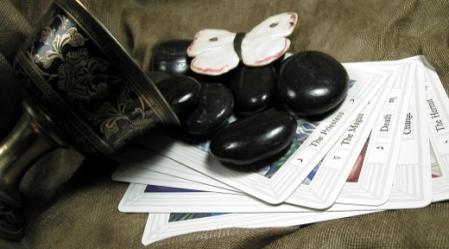 הקלפים הם כלי עזר נפלא לחיים. יש להשתמש בהם בכבוד, באהבה ובגישה חיובית.