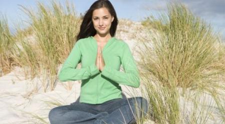 יוגה היא איחוד, איחוד בין הגוף לנפש, איחוד בנינו לבין הסביבה ואיחוד של תנועה ונשימה.